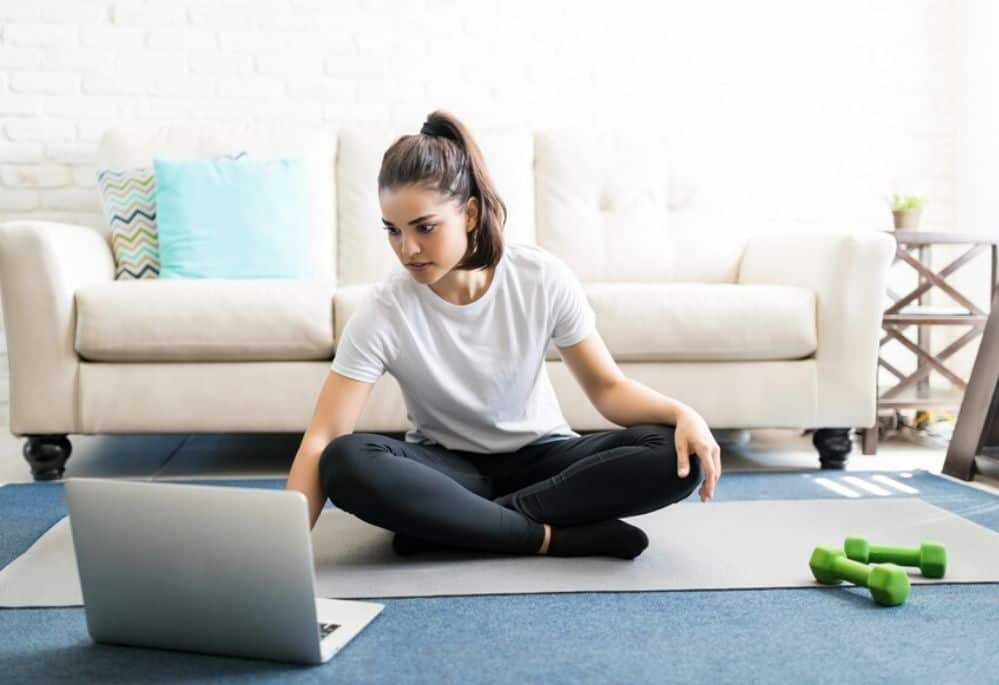 Brilliantly simple ways to stay healthy when working from home. Learn the 5 basic principles of how to avoid unhealthy habits when working from home. #healthyhabits #workfromhomejobs #makemoneyonline #stayhealthy #ketoideas