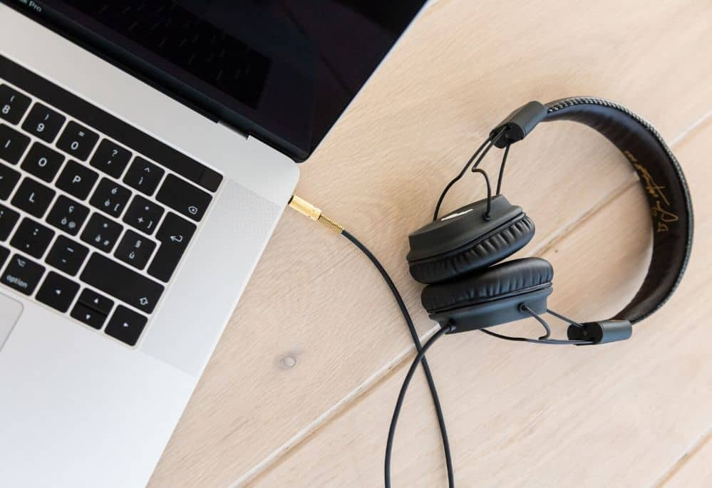 Audio and laptop equipment to work from home